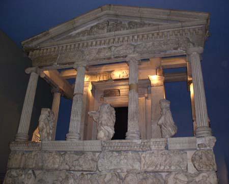 [Whose culture ?] Faut-il restituer les marbres du Parthénon et la pierre de Rosette ?